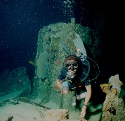 Diving Wreck of the Balboa- Night Dive_opt.jpg